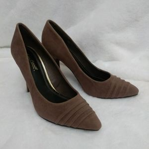 Ann Michell Suede Taupe Pumps Size 8.5